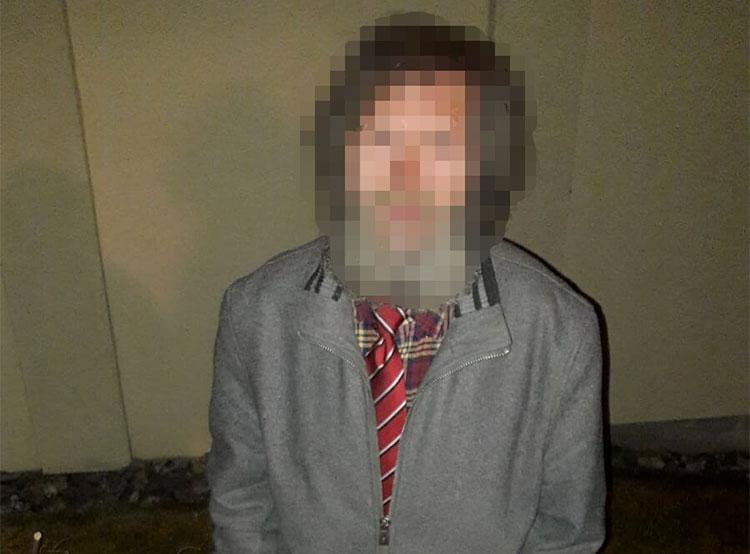 Польский бомж поселился на пражской вилле и примерил хозяйский галстук. Бездомный в хозяйском галстуке  Фото: Policie ČR  24 марта 2019 года