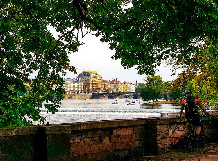 Велосчетчики за год насчитали в Праге 4 миллиона велосипедистов.  В Праге становится все больше велосипедистов. Фото Pixabay.com.  26 марта 2019
