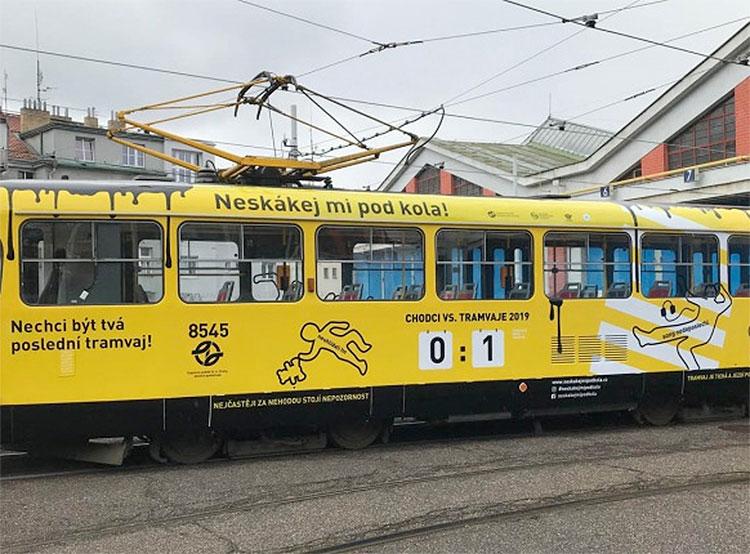 «Страшный» трамвай напомнит жителям Праги о соблюдении ПДД. Трамвай, запущенный на маршрут в рамках информационной кампании. Фото пресс-службы DPP  27 марта 2019 года
