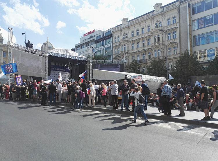 На Вацлавской площади в Праге произошли беспорядки. Акция SPD на Вацлавской площади  Фото: Policie ČR  25 апреля 2019 года