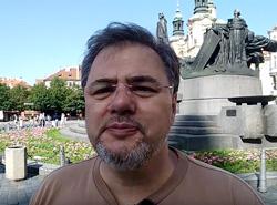 Оппозиционный украинский журналист-пацифист приехал в Прагу на вручение премии.  Скриншот из ролика на YouTube-канале Руслана Коцабы о вручении премии .  13 июня 2019