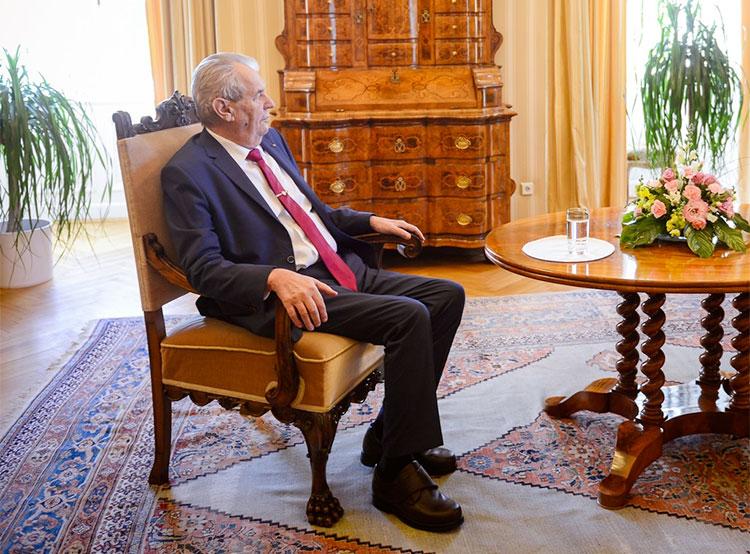 Земан приедет в Москву на празднование следующего 9 Мая. Президент Чехии Милош Земан  Фото: Správa Pražského hradu  24 июня 2019 года