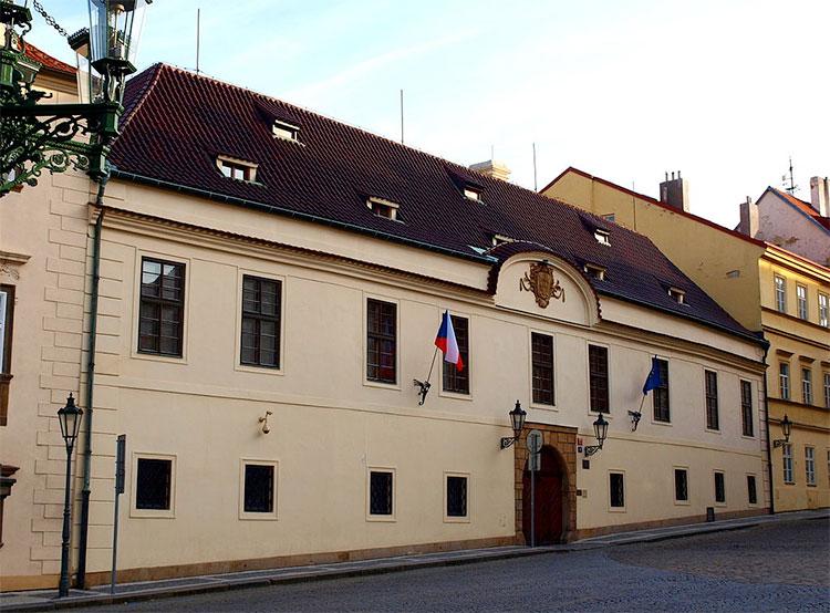 В ближайшую пятницу можно будет посетить две резиденции чешского правительства. Грзанский дворец. VitVit [CC BY-SA 3.0 (https://creativecommons.org/licenses/by-sa/3.0)]  29 июня 2019