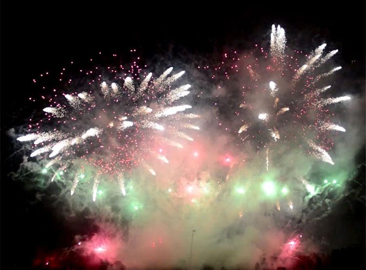 Вместо новогоднего фейерверка в Праге состоится видеомаппинг. НОВОГОДНИЙ ФЕЙЕРВЕРК 1 ЯНВАРЯ 2019 ГОД. КАДР ИЗ ВИДЕО КОМПАНИИ MAKALU FIREWORKS  7 августа 2019