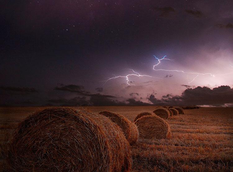 Метеорологи насчитали над Чехией 40 тысяч молний за одну ночь. В ночь на понедельник в небе над Чехией вспыхнули десятки тысяч молний. Фото Brin Weins from Pixabay   13 августа 2019