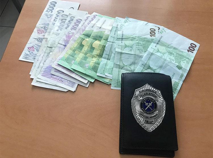 Пражский таксист притворился полицейским и похитил у иностранца две тысячи евро. Похищенные лже-полицейскими деньги  Фото: Policie ČR  22 августа 2019 года