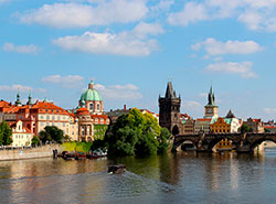 Туристы тратят в Праге в среднем 3825 крон в день.  В Праге растет число туристов. Фото Birgit Böllinger from Pixabay .  15 сентября 2019