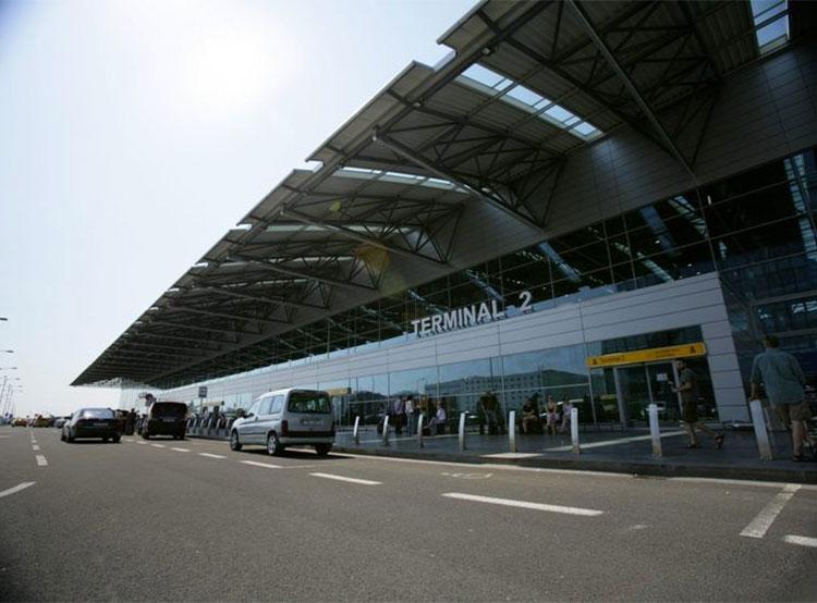 В аэропорт Праги начнут ездить электроавтобусы повышенной вместимости. Пражский аэропорт. Фото prg.aero  16 сентября 2019