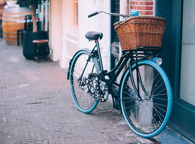 На пражской набережной пересчитали пешеходов и велосипедистов. В Праге ведется подсчет велосипедистов  23 сентября 2019 года