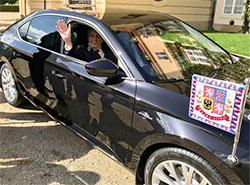 Президент Чехии получил к 75-летию новый служебный автомобиль. Милош Земан и его новый служебный автомобиль. Фото из фейсбука пресс-секретаря президента Йиржи Овчачека facebook.com/jiri.ovcacek1979  28 сентября 2019
