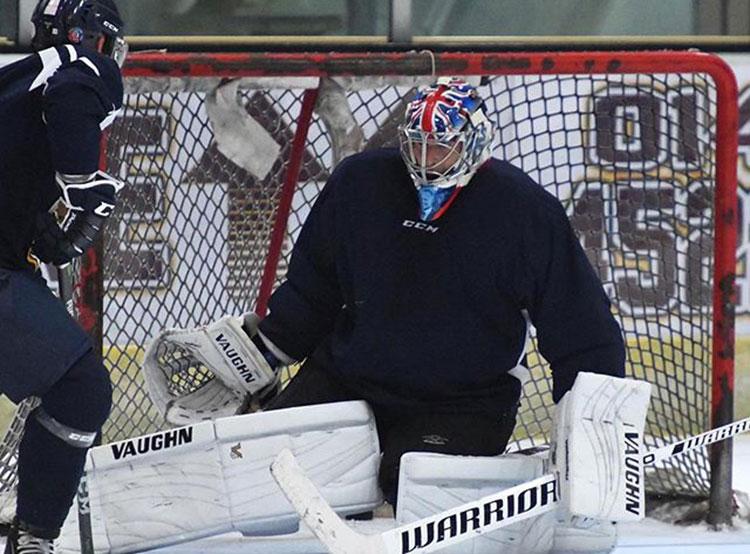 Бывший футбольный вратарь Петр Чех подписал контракт с хоккейным клубом . Петр Чех на льду. Фото из www.instagram.com/petrcech  9 октября 2019