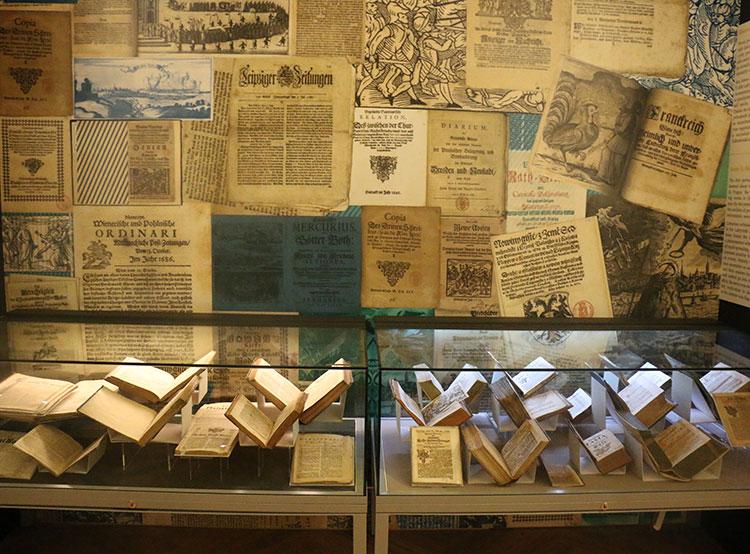 В Национальном музее открылась выставка, посвященная истории чешской журналистики. Экспонаты выставки выставка «Лабиринт информации и мир печати». Фото пресс-службы Национального музея  16 октября 2019 года
