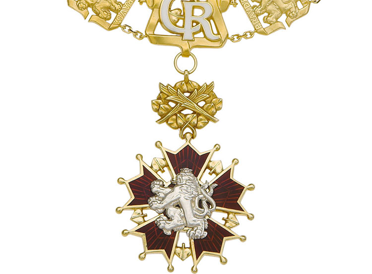 Земан в честь праздника раздал «Белых львов» и другие ордена и медали. Орден Белого льва. Изображение Národní museum, Praha  28 октября 2019 года